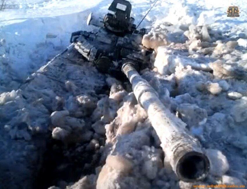 Картинки по запросу танк застрял в снегу